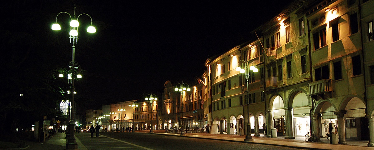 Night view of Piazza dei Martiri - Belluno