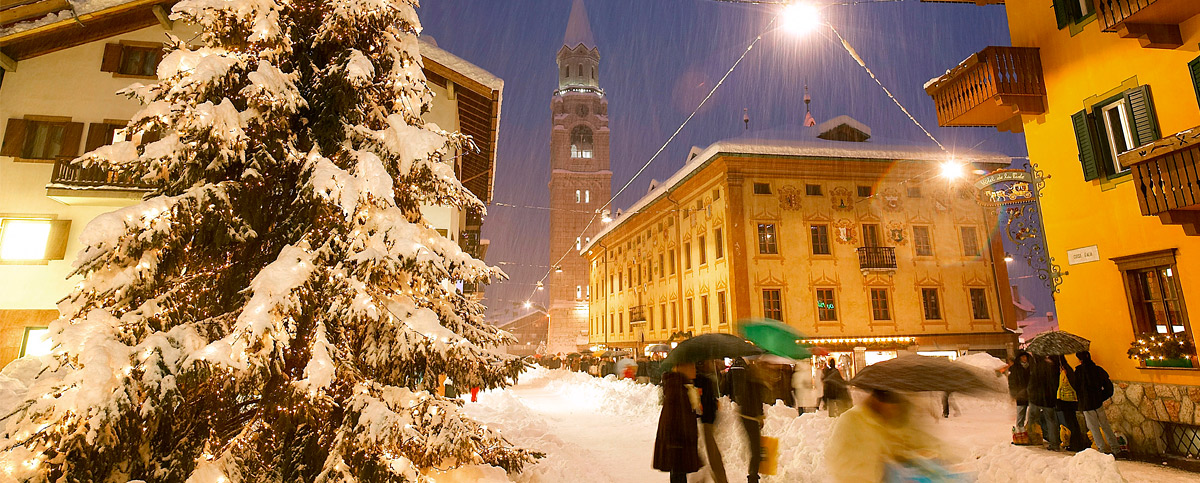 Shopping sotto la neve a Cortina d'Ampezzo (foto D G Bandion)