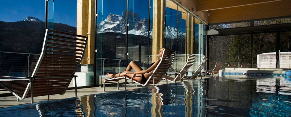Relax overlooking the Pelmo (Spa Court image)